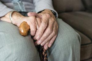 La mobilité des personnes âgées : débat de santé publique